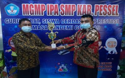 Guru UPT SMPN 1 Ranah Pesisir Menjadi Juara Guru Hebat SMP Se-Kabupaten Pesisir Selatan
